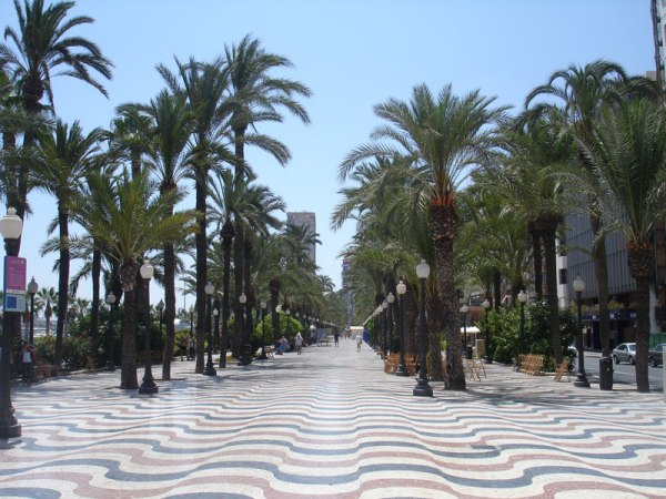 Alicante_harbour_promenade2