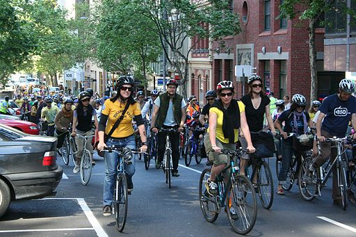 Cyclists_riding_in_Melbourne_for_350_Climate_Action