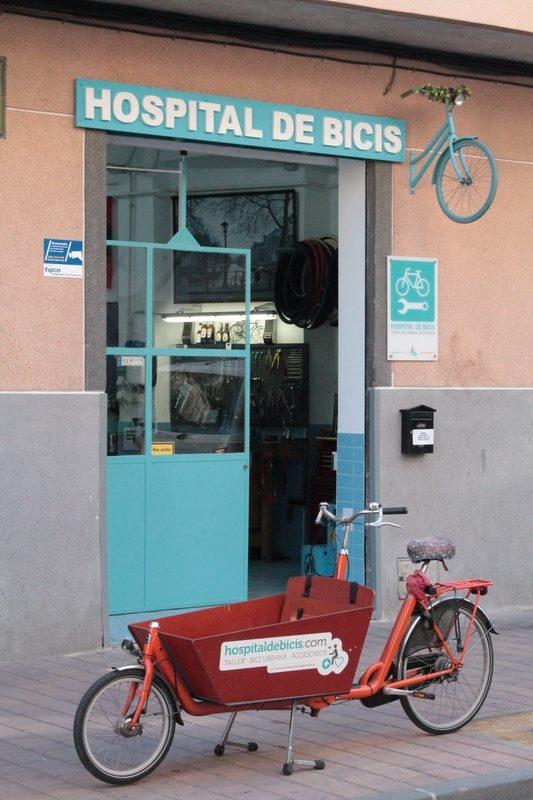 Hospital de bicis puerta